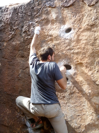 This one is a real bouldering problem, easier than J's level, but with his wrist problem, he couldn't do it.