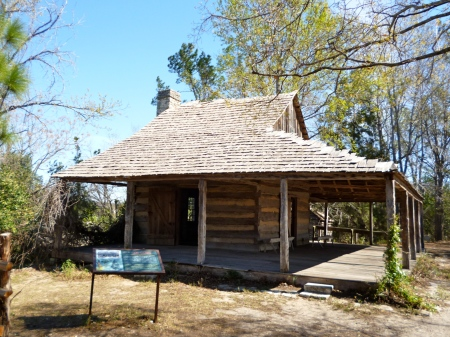 An old East Texas log cabin