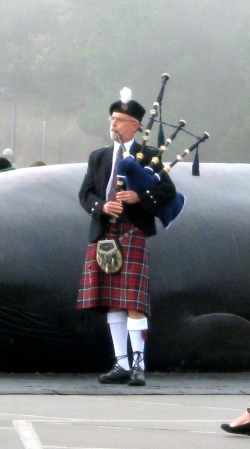 The bagpiper. I didn't get any pictures of the relatives in kilts.
