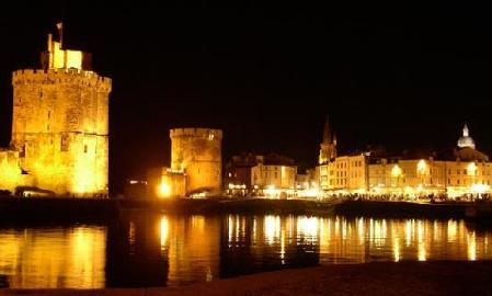 Le Vieux Port at night (photo from tripadvisor.com)