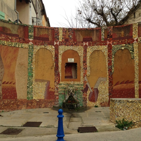 Mozaics around a (non-potable) water fountain in Saint-Quentin-la-Poterie